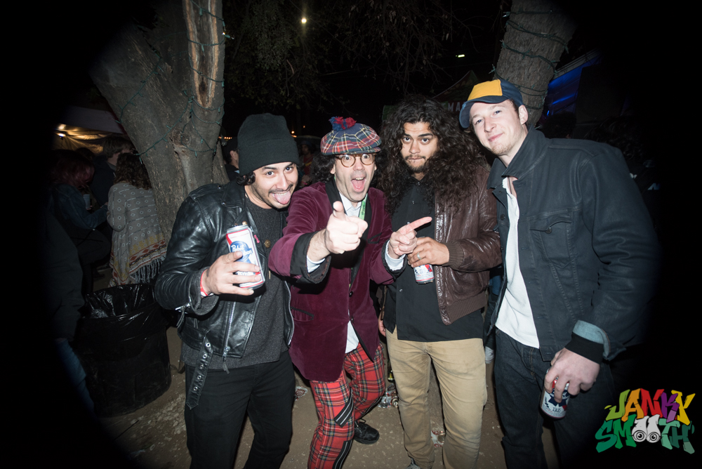 Nardwaur with Them Howling Bones at Burgermania