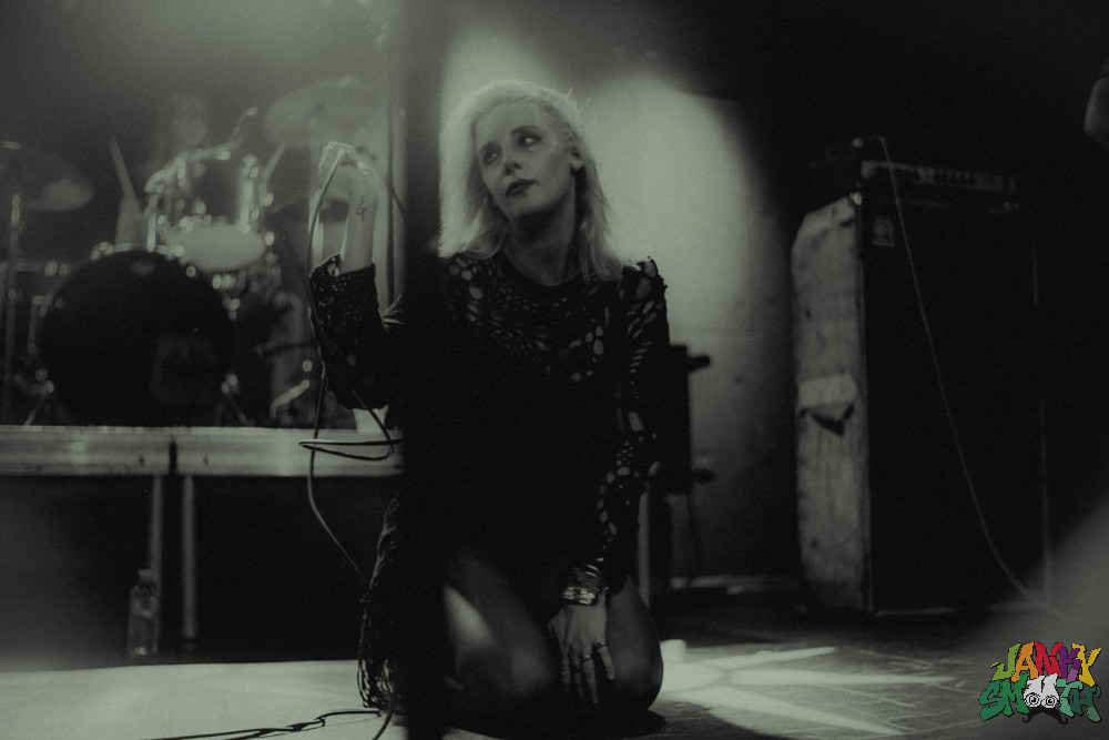 Mish of White Lung at The Teragram shot by Johan Ramos